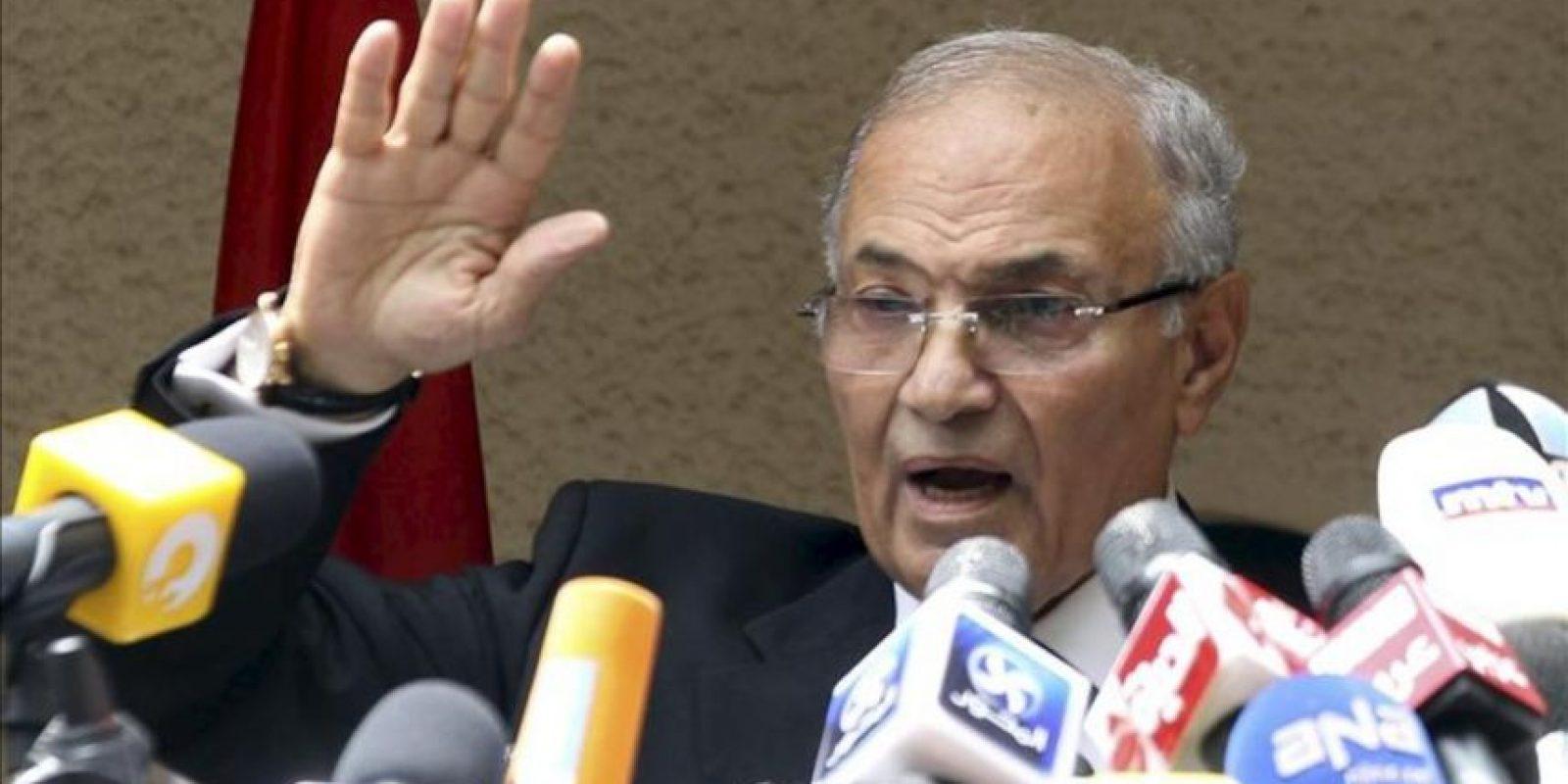 El candidato presidencial egipcio, Ahmed Shafik, ofrece una rueda de prensa en El Cairo (Egipto). EFE