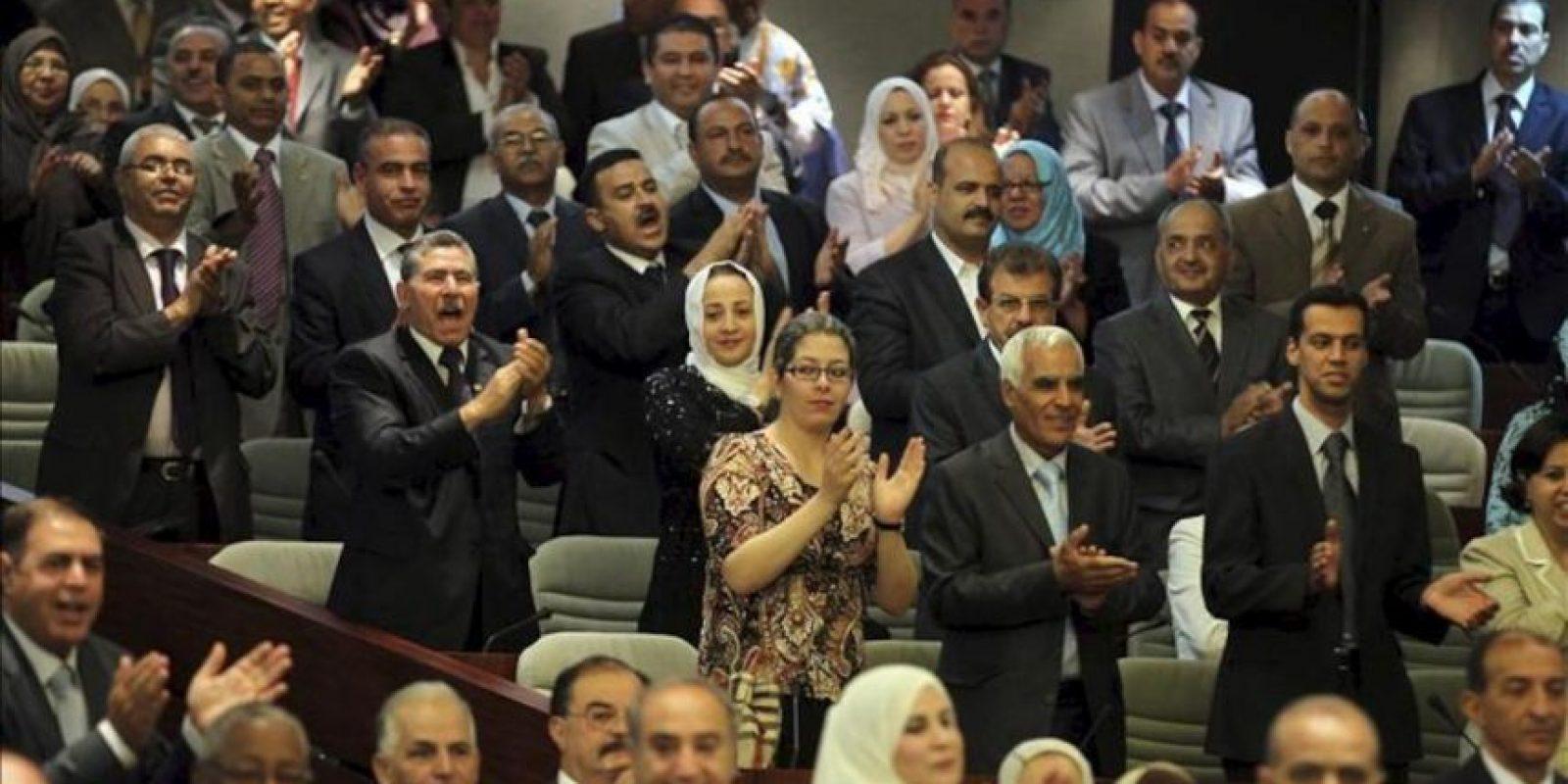 Diputados asisten a la ceremonia de constitución del nuevo Parlamento argelino surgido de las elecciones legislativas del pasado 10 de mayo, en Argel, Argelia, hoy, sábado 26 de mayo de 2012. EFE