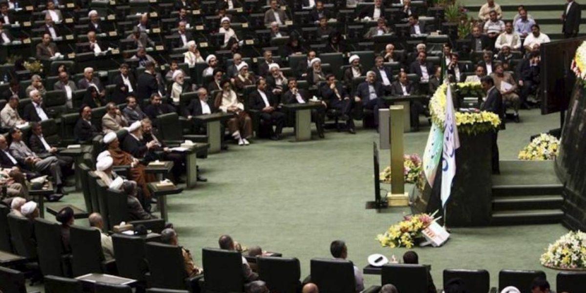 El líder supremo defiende la democracia islámica en la constitución del nuevo Parlamento