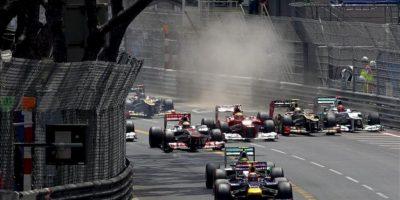 El piloto australiano de Fórmula Uno, Mark Webber, de la escudería Red Bull, se coloca en las primeras posiciones en el circuito urbano del Gran Premio de Fórmula Uno de Montecarlo (Mónaco). EFE