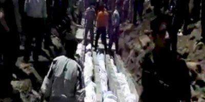 Imagen extraída de un vídeo publicado en la red social Sham News Network en la que se muestran los cuerpos de varios ciudadanos sirios muertos durante la matanza de Haula, cerca de Homs (Siria). EFE