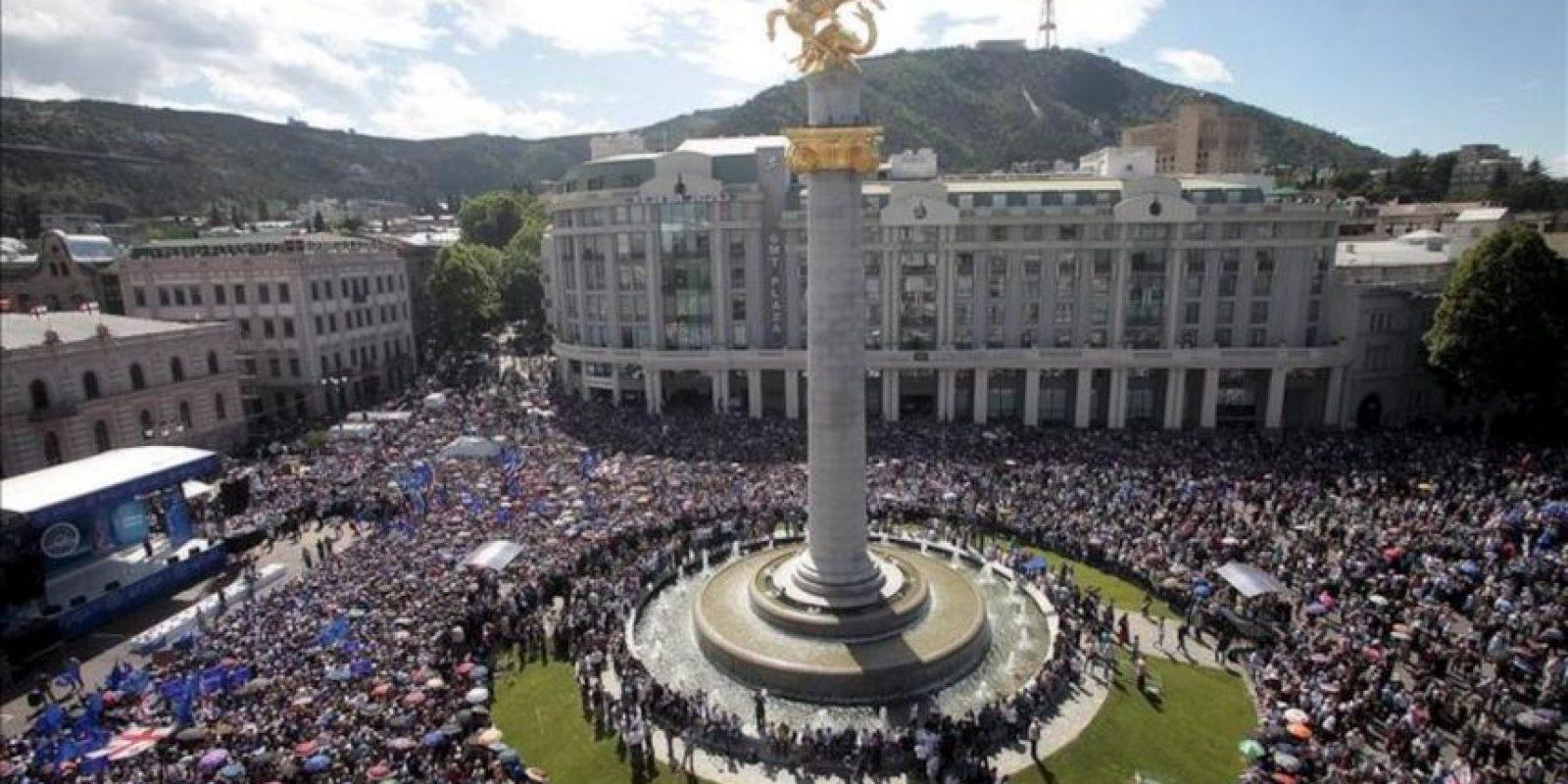 Vista de la manifestación contra el actual presidente de Georgia, Mijaíl Saakashvili, hoy, domingo, 27 de mayo de 2012, en Tiflis (Georgia). EFE