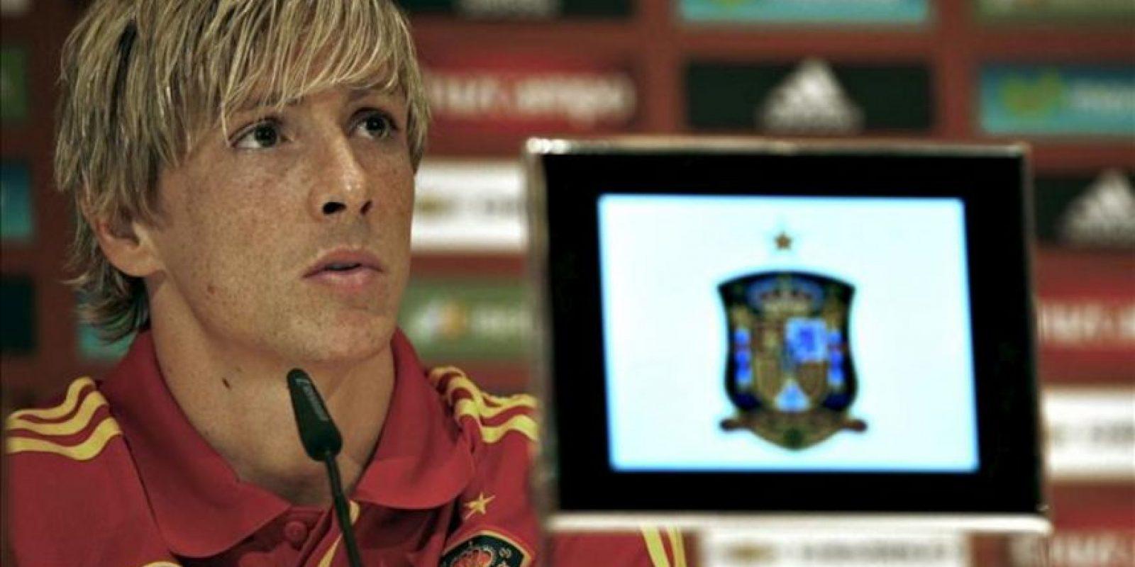 El delantero de la selección española de fútbol Fernando Torres durante la rueda de prensa que ofreció hoy tras el entrenamiento matinal del combinado español en la localidad austríaca de Schruns donde preparan su participación en la Eurocopa 2012. EFE