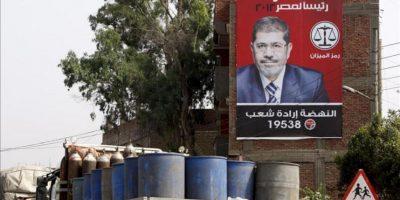 Cartel electoral del candidato Mohammed Mursi, en el norte de El Cairo. EFE