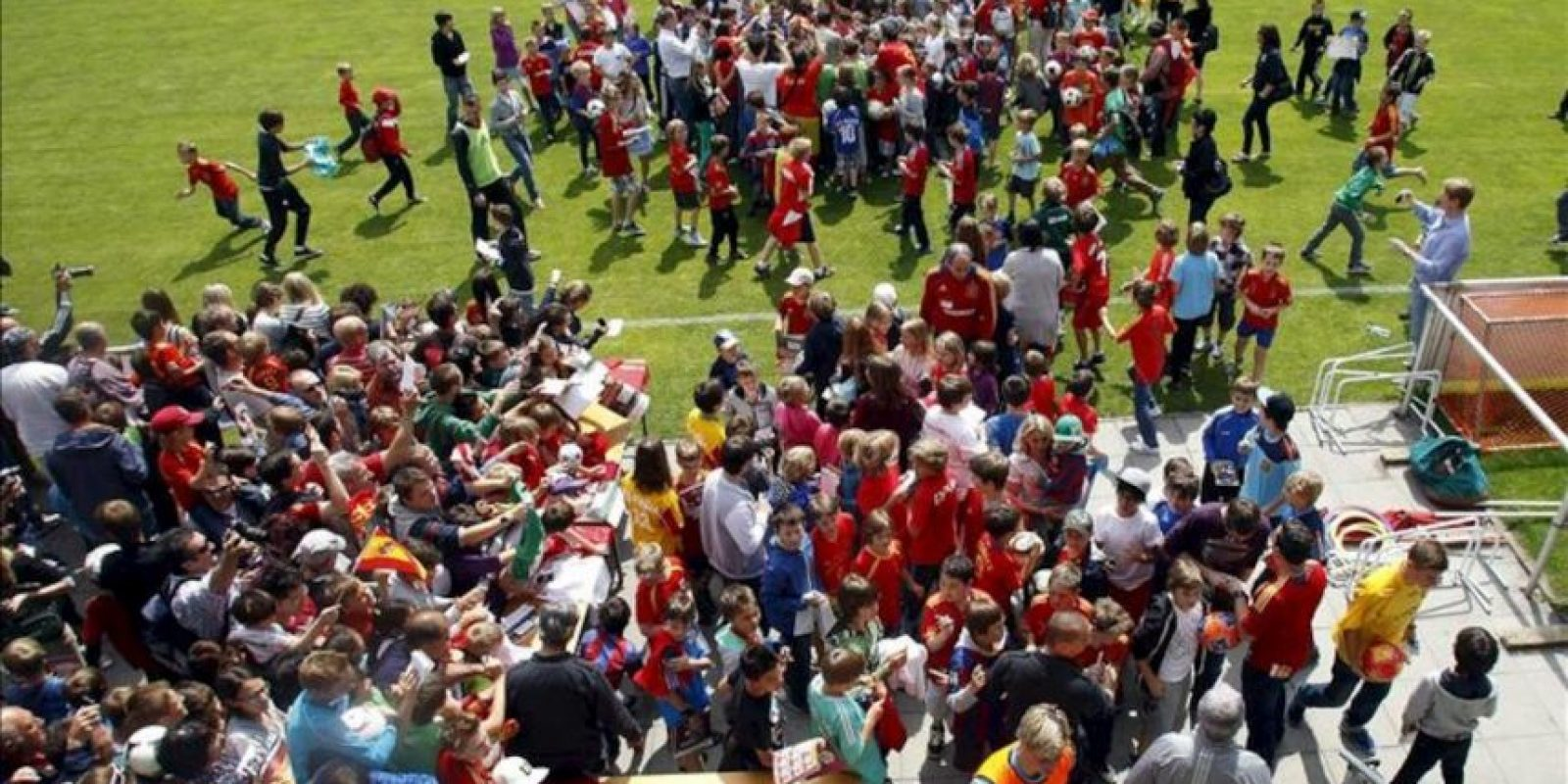 Vista del terreno de juego en el que hoy entrenó la selección española de fútbol, en la localidad austríaca de Schruns dentro de su preparación para la Eurocopa 2012. EFE