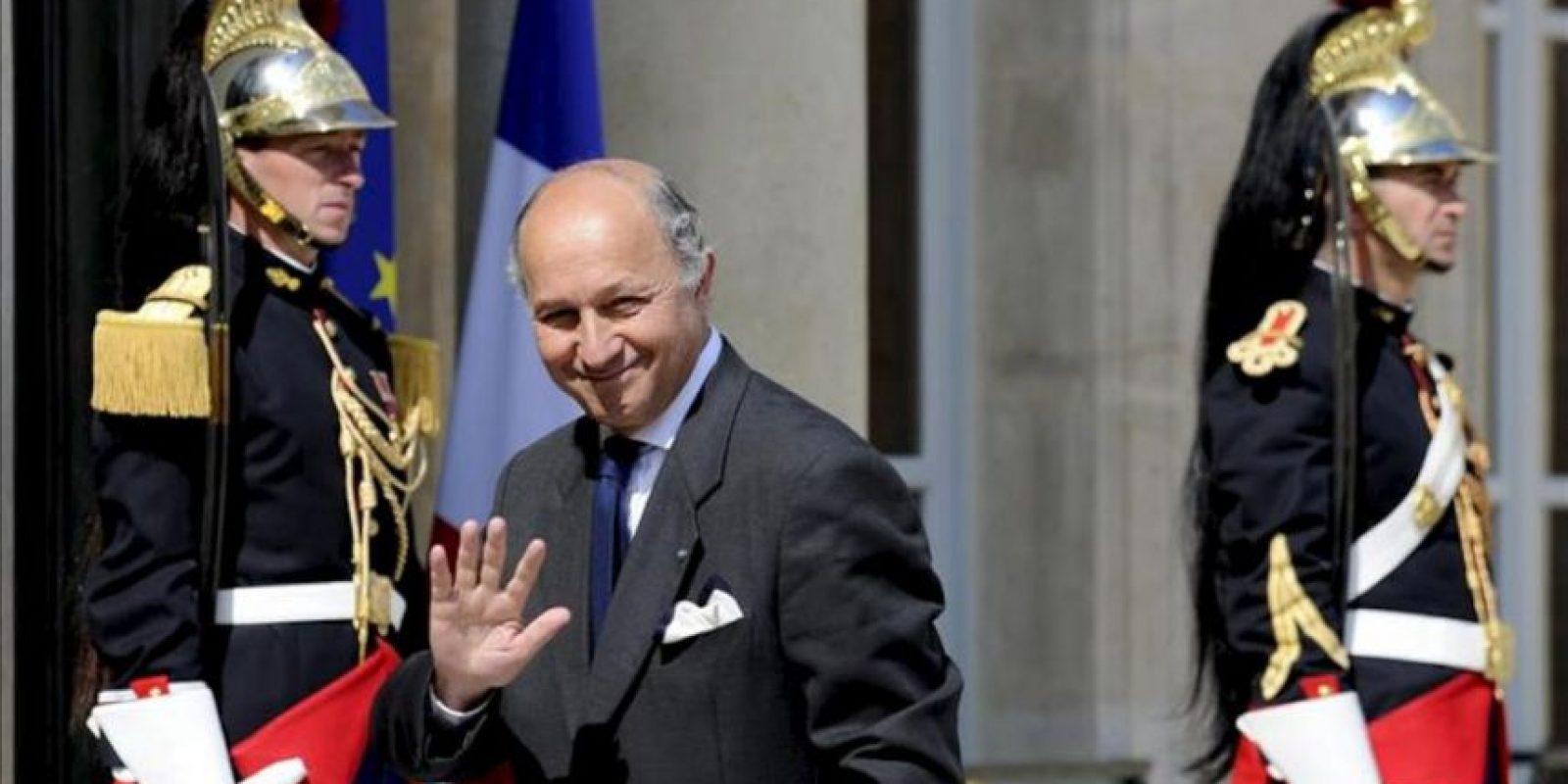 El ministro de Exteriores francés, Laurent Fabius, sonríe a su llegada al Palacio del Elíseo. EFE