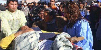 Habitantes heridos en los enfrentamientos con la policía son llevados al hospital, este lunes 28 de mayo, en la localidad de Espinar, en el departamento del Cuzco. EFE