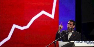 El candidato opositor venezolano a la presidencia, Henrique Capriles, habla durante la presentación de su plan de seguridad en Caracas (Venezuela). EFE