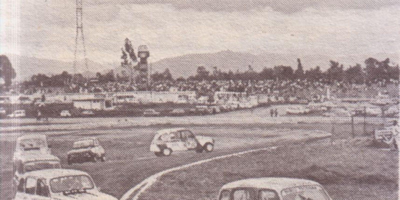 En su Renault 4 No. 70 Foto:Revista Auto y Pista