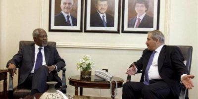 El enviado especial de la ONU y la Liga Árabe a Siria, Kofi Annan, se reúne con el ministro jordano de Asuntos Exteriores, Naser Yudeh (dcha), en Ammán (Jordania). EFE