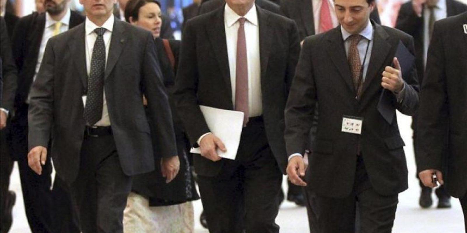 El presidente del Banco Central Europeo, Mario Draghi (c), a su llegada hoy a la Comisión de Asuntos Económicos y Monetarios del Parlamento Europeo, en Bruselas. EFE