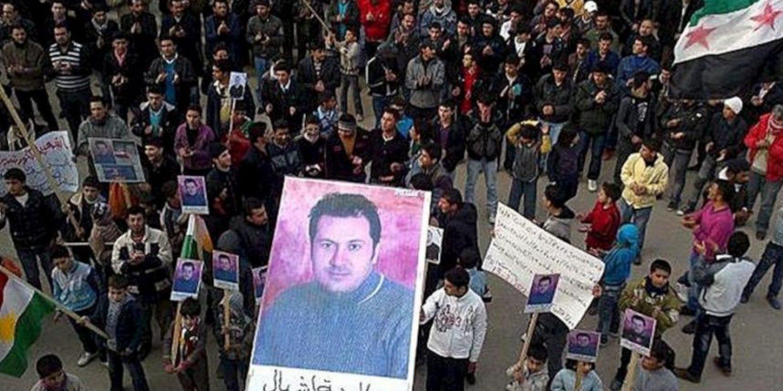Foto sin fechar, facilitada el 13 de febrero por los Comités Locales de Coordinación (LCC) en Siria, que muestra una protesta para pedir la liberación de detenidos en Amoda, en el norte de Siria. EFE/Archivo