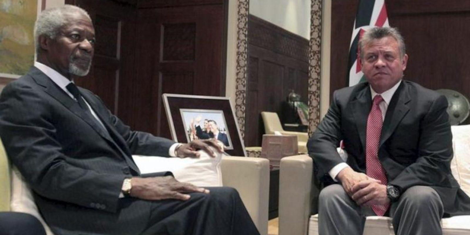 El rey Abdulá II de Jordania (d) y el enviado especial de la ONU a Siria, Kofi Annan, durante la reunión que celebraron en Amán, Jordania, hoy, 31 de mayo. EFE