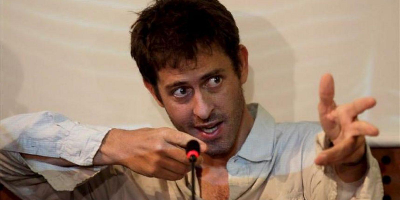 El periodista francés Roméo Langlois habla en Bogotá (Colombia), durante una rueda de prensa en la Embajada francesa. EFE