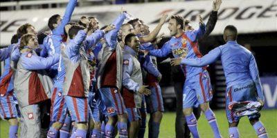 Los jugadores de Arsenal celebran su triunfo sobre Boca este 17 de junio en un partido del torneo Clausura argentino, en el estadio La Bombonera de Buenos Aires (Argentina). Arsenal ganó 0-3. EFE