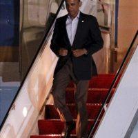 El presidente de Estados Unidos, Barack Obama, llega al aeropuerto internacional de Los Cabos (México), ciudad donde mañana comienza la Cumbre del G20. EFE