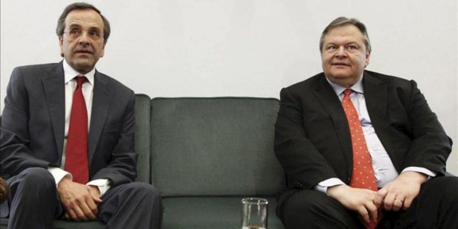 El líder de Nueva Democracia griega (ND), Antonis Samarás (i), se reúne con el líder del partido socialista griego (Pasok), Evangelos Venizelos. EFE