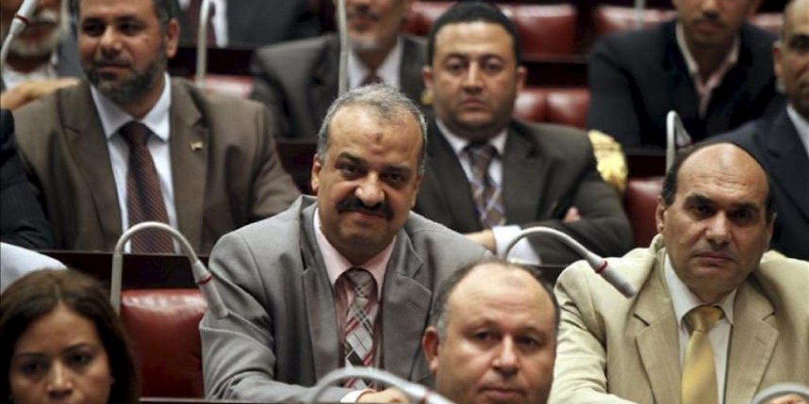Mohamed el-Beltagy, del partido de los Hermanos Musulmanes, (c), durante la primera primera reunión de la Asamblea Constituyente de Egipto, en El Cairo. EFE