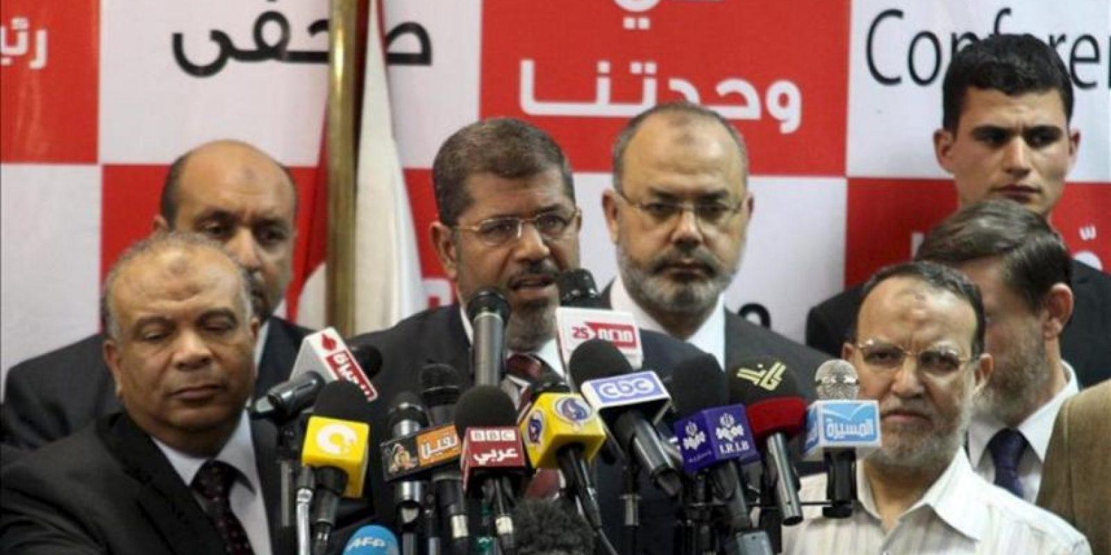 El candidato de los Hermanos Musulmanes, Mohamed Mursi, comparece en una rueda de prensa en El Cairo, Egipto. EFE