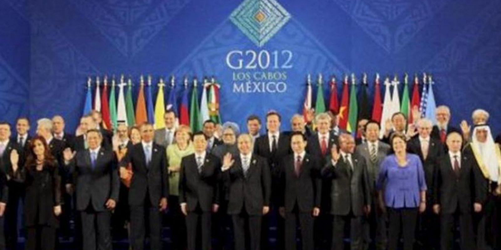 -Imagen general de los líderes y jefes de estado en la Cumbre G20 tomada en el centro internacional de Convenciones G20 de la ciudad de Los Cabos en el mexicano estado de Baja Califronia .( PRIMER FILA ABAJO DE IZQUIERDA A DERECHA) Francois Hollande de Francia; Cristina Fernandez de Kirchner de Argentina; Susilo Bambang de Yudhoyono de Indonesia; Barack Obama de los Estados Unidos; Hu Jintao de China; Felipe Calderon de Mexico; Lee Myung-Bak de Corea del Sur; Jacob Zuma de Sudafrica; Dilma Rousseff de Brasil; Vladimir Putin de Rusia; ( SEGUNDO FILA DEL MEDIO DE IZQ A DCHA) Miguel Barroso de la Comision Europea; Mario Monti de Italia; Recep Tayyip Erdogan de Turquia; Julia Gillard de Australia; Angela Merkel de Alemania; Manmohan Singh de la India; David Cameron de Inglaterra; Stephen Harper de Canada; Yoshihiko Noda de Japon; Herman Van Rompuy del Consejo Europeo; Ibrahim Al-Assaf ministro de finanzas de Arabia Saudita. ( TERCER FILA ARRIBA DE IZQ A DCHA) Mario Draghi del FSB; Miguel Angel Gurria de la OCDE; Robert Zoellick del Banco Mundial; Jose Graziano da Silva de la FAO; Mariano Rajoy de España; Hun Sen de Camboya; Jose Manuel Santos de Colombia; Sebastian Piñera de Chile; Thomas Boni Yayi de Benin; Meles Zenawi de Etopia; Ban Ki-Moon de la ONU; Juan Somavia de la OIT; Christine Lagarde del FMI; Pascal Lamy de la OMC. EFE