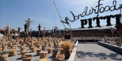"""Decoración preparada para la apertura del primer día de la Semana Internacional de la Moda Masculina en Florencia, conocida bajo el nombre de """"Pitti Immagine Uomo"""", (Italia). EFE"""