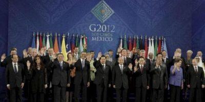 Imagen general de los líderes y jefes de estado en la Cumbre G20 tomada en el centro internacional de Convenciones G20 de la ciudad de Los Cabos en el mexicano estado de Baja Califronia .( PRIMER FILA ABAJO DE IZQUIERDA A DERECHA) Francois Hollande de Francia; Cristina Fernandez de Kirchner de Argentina; Susilo Bambang de Yudhoyono de Indonesia; Barack Obama de los Estados Unidos; Hu Jintao de China; Felipe Calderon de Mexico; Lee Myung-Bak de Corea del Sur; Jacob Zuma de Sudafrica; Dilma Rousseff de Brasil; Vladimir Putin de Rusia;( SEGUNDO FILA DEL MEDIO DE IZQ A DCHA) Miguel Barroso de la Comision Europea; Mario Monti de Italia; Recep Tayyip Erdogan de Turquia; Julia Gillard de Australia; Angela Merkel de Alemania; Manmohan Singh de la India; David Cameron de Inglaterra; Stephen Harper de Canada; Yoshihiko Noda de Japon; Herman Van Rompuy del Consejo Europeo; Ibrahim Al-Assaf ministro de finanzas de Arabia Saudita.( TERCER FILA ARRIBA DE IZQ A DCHA) Mario Draghi del FSB; Miguel Angel Gurria de la OCDE; Robert Zoellick del Banco Mundial; Jose Graziano da Silva de la FAO; Mariano Rajoy de España; Hun Sen de Camboya; Jose Manuel Santos de Colombia; Sebastian Piñera de Chile; Thomas Boni Yayi de Benin; Meles Zenawi de Etopia; Ban Ki-Moon de la ONU; Juan Somavia de la OIT; Christine Lagarde del FMI; Pascal Lamy de la OMC. EFE
