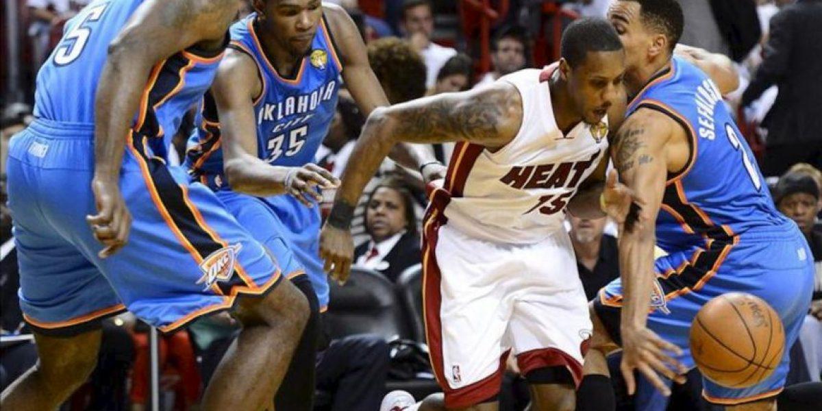 104-98. James y Chalmers pusieron a los Heat a un triunfo del título de la NBA