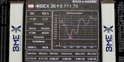 Panel informativo del parqué de Madrid que muestra la cotización del principal indicador de la Bolsa española, el IBEX 35. EFE