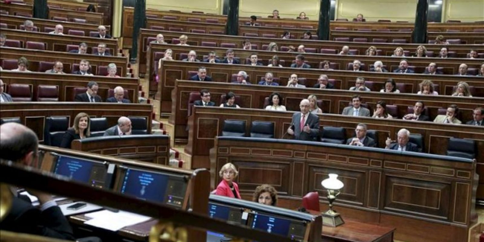 El ministro de Hacienda y Administraciones Públicas, Cristóbal Montoro, durante su intervención en la sesión de control al Gobierno celebrada hoy en el Congreso. EFE
