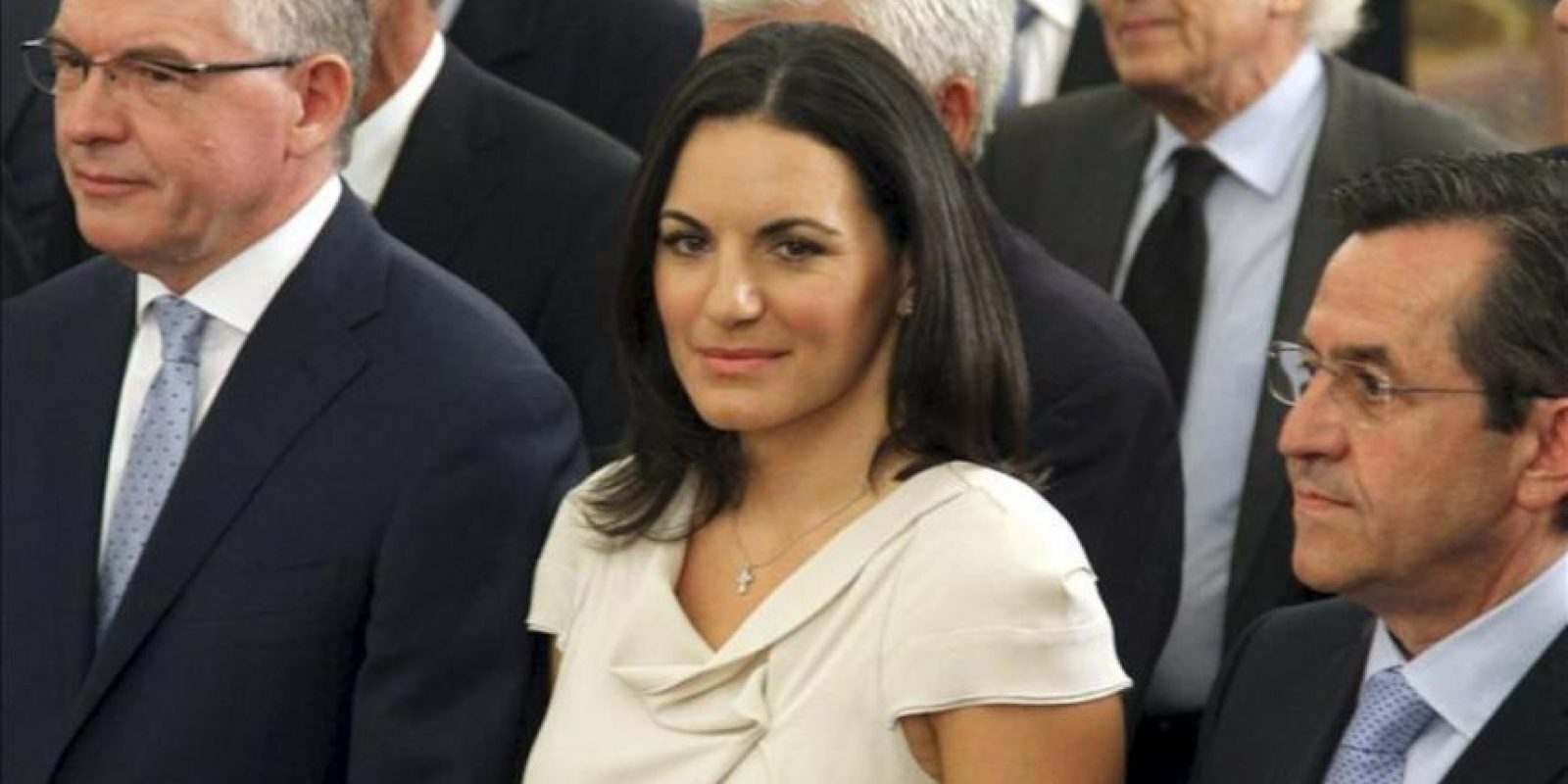 La nueva ministra griega de Turismo, Olga Kefalogianni, (c) durante la ceremonia de jura de cargo del nuevo gobierno heleno. EFE