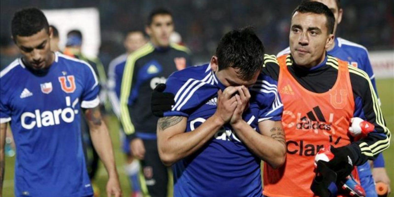 Jugadores de Universidad de Chile se lamentan después de perder ante Boca Juniors la serie por la semifinal de la Copa Libertadores este 21 de junio en el Estadio Nacional en Santiago de Chile. EFE