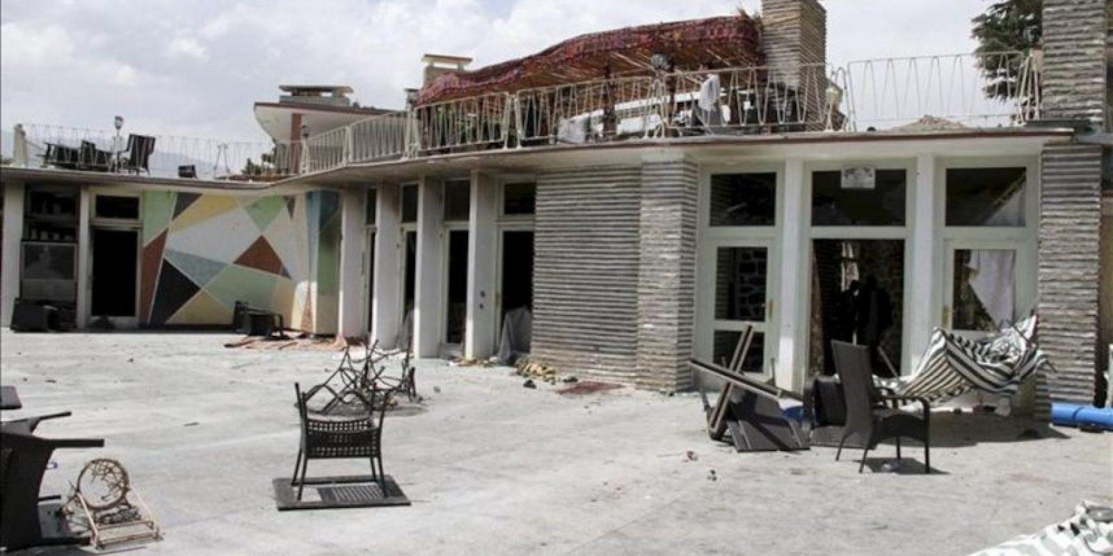Estado en el que ha quedado un hotel, tras el atentado terrorista talibán, en las afueras de Kabul, Afganistán hoy, viernes 22 de junio de 2012. EFE