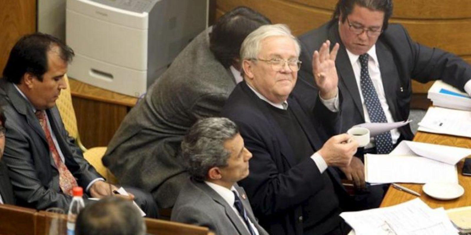 El equipo jurídico del presidente paraguayo, Fernando Lugo, asisten a una sesión en el Senado en la que se adelanta el juicio político contra el mandatario, en Asunción (Paraguay). EFE