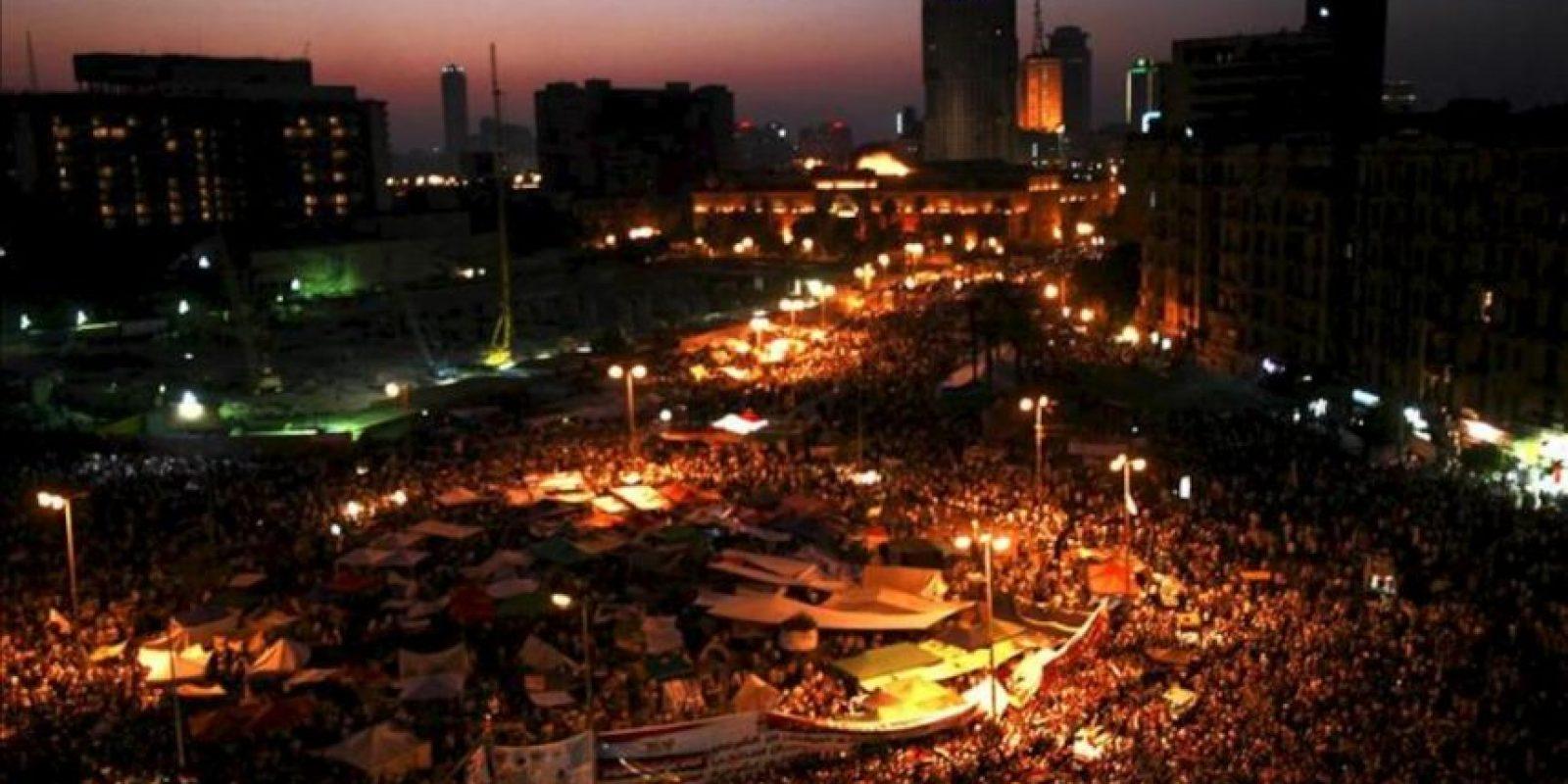 Manifestantes egipcios durante una protesta contra la Junta Militar, hoy viernes 22 de junio de 2012 en El Cairo, Egipto.EFE