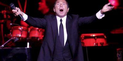 El cantante, compositor y actor canadiense Paul Anka se presenta en concierto en el Movistar Arena de Santiago de Chile. El artista ha vendido más de 80 millones de copias, tiene más de 500 canciones en su haber y ha grabado 126 álbumes. EFE