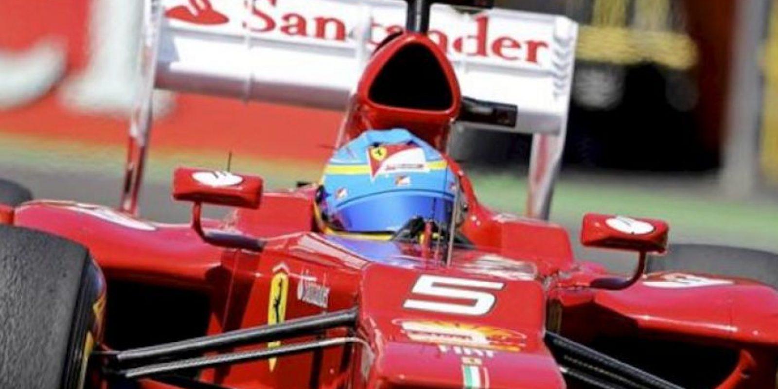 El piloto español Fernando Alonso (Ferrari) durante la tercera y última sesión de entrenamientos libres en la mañana de hoy, 23 de junio de 2012, en el circuito urbano de Valencia, donde mañana se disputará el Gran Premio de Europa de Fórmula Uno. EFE