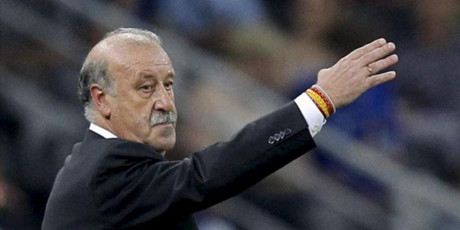 El técnico de España, Vicente del Bosque, da indicaciones a sus jugadores ante Francia durante el encuentro de cuartos de final de la Eurocopa 2012 entre las selecciones de España y Francia en Donetsk (Ucrania). EFE