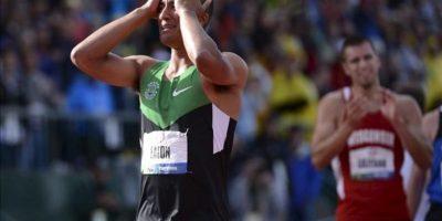 El atleta Ashton Eaton celebra al ganar este sábado 23 de junio de 2012, la prueba de decatlón de la selección estadounidense olímpica, en Eugene, Oregon (EE.UU.). EFE