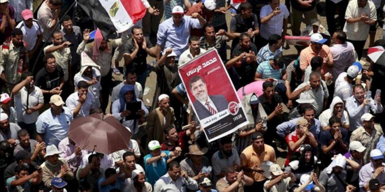 Seguidores del candidato de los Hermanos Musulmanes, Mohamed Mursi, durante una protesta hoy en la plaza Tahrir de El Cairo, Egipto. EFE