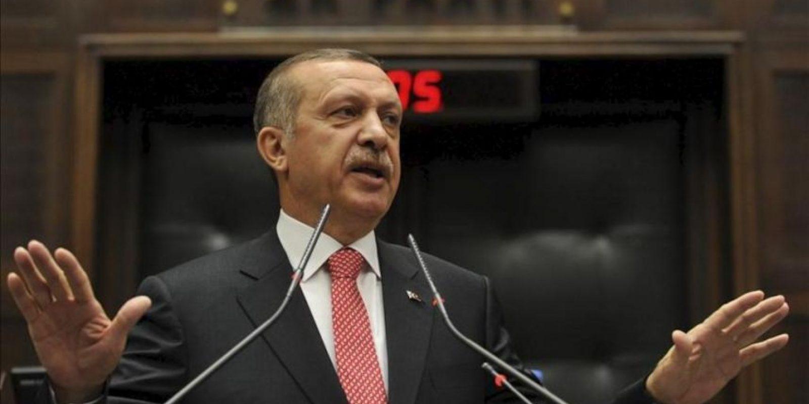 """El primer ministro turco, Recep Tayyip Erdogan, pronuncia su discurso en el Parlamento, en Ankara, Turquía, hoy martes 26 de junio de 2012. Erdogan calificó hoy de """"intolerable"""" el derribo de un caza turco por la defensa antiaérea siria y advirtió con tratar cualquier objeto militar sirio en las fronteras turcas como """"amenaza"""". EFE/Cem Ozdel"""