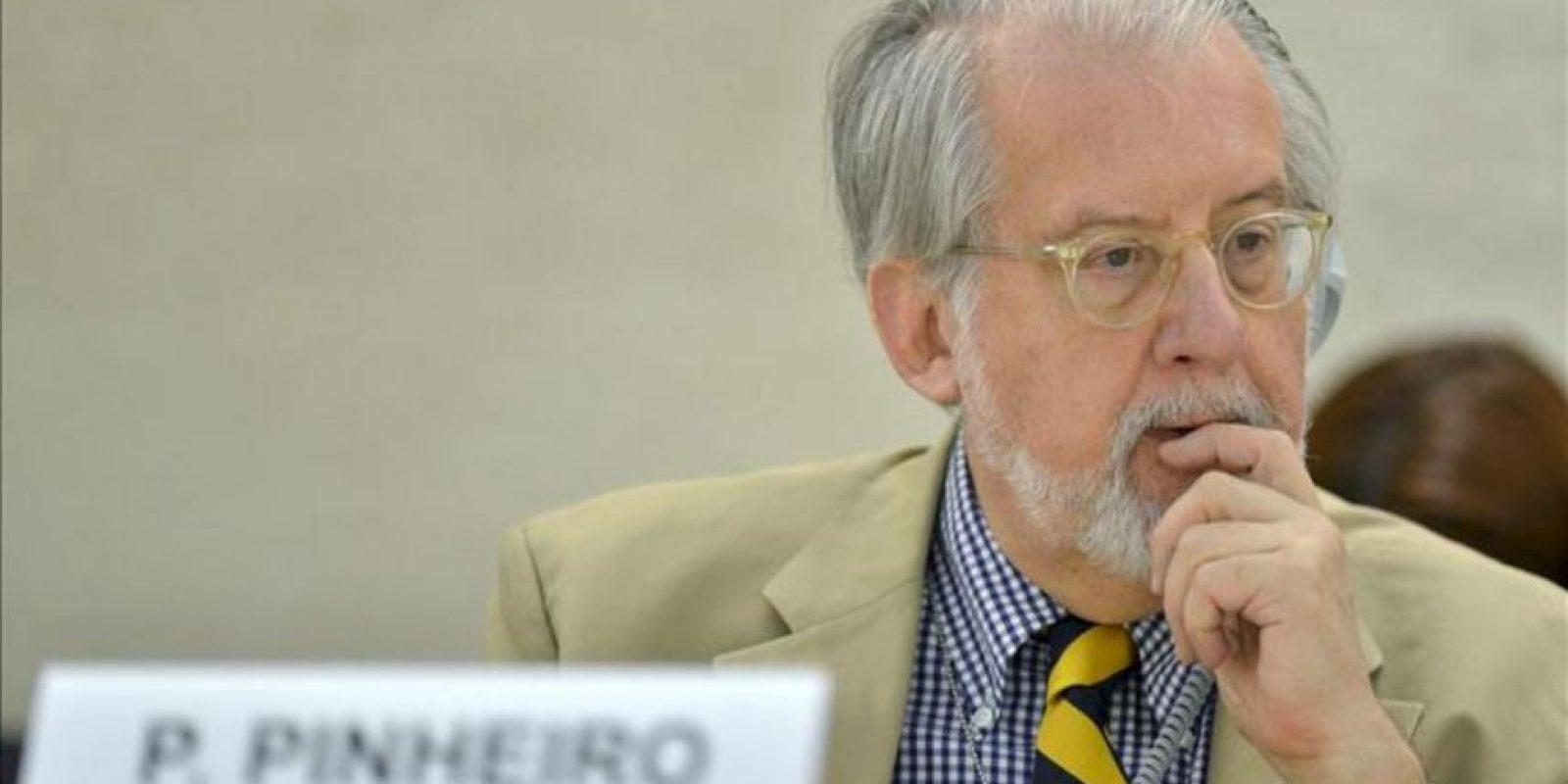 El presidente de una comisión creada por la ONU para investigar los abusos de derechos humanos en Siria, Paulo Pinheiro, presenta el informe de la Comisión de Investigación Independiente sobre Siria, durante la vigésima sesión del Consejo de Derechos Humanos en la sede de Naciones Unidas en Ginebra, Suiza, el 27 de junio. EFE