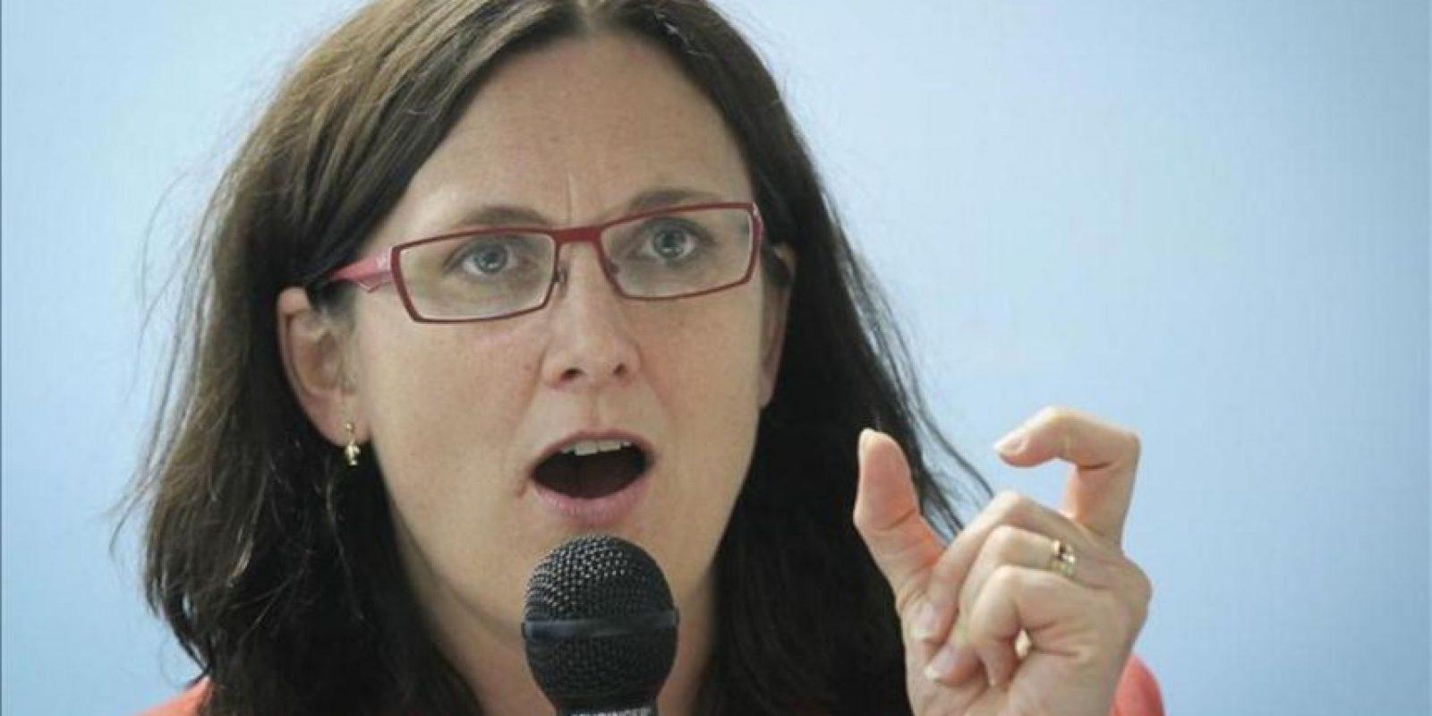"""La comisaria europea de Interior, Cecilia Malmstrom, interviene durante la presentación del informe """"Perspectivas sobre la Inmigración 2012"""" por parte de la Organización para la Cooperación y el Desarrollo Económico (OCDE), en Bruselas (Bélgica). EFE"""
