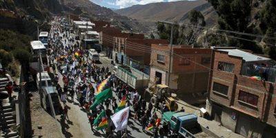 La marcha de indígenas bolivianos que defienden la reserva natural del Tipnis y rechazan una carretera impulsada por el presidente Evo Morales llega a la ciudad de La Paz. EFE