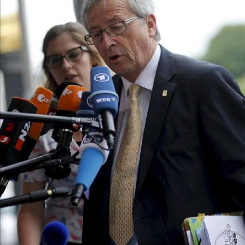 El presidente del Eurogrupo, Jean-Claude Juncker llega a una reunión de líderes del Partido Popular Europeo (PPE) previa a la cumbre jefes de Estado y Gobierno de la UE que comienza esta tarde, en Bruselas, Bélgica. EFE