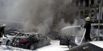 Foto facilitada por la agencia de noticias oficial siria, Sana, muestra a los bomberos trabajando tras una fuerte explosión registrada en el aparcamiento exterior del Palacio de Justicia, situado en la zona de Marya, en el centro de Damasco (Siria), hoy, jueves 28 de junio. EFE