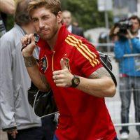 El defensa de la selección española de fútbol Sergio Ramos a su llegada al hotel en el que el equipo español permanecerá concentrado en Kiev, ciudad en la que el próximo domingo disputará la final de la Eurocopa 2012. EFE