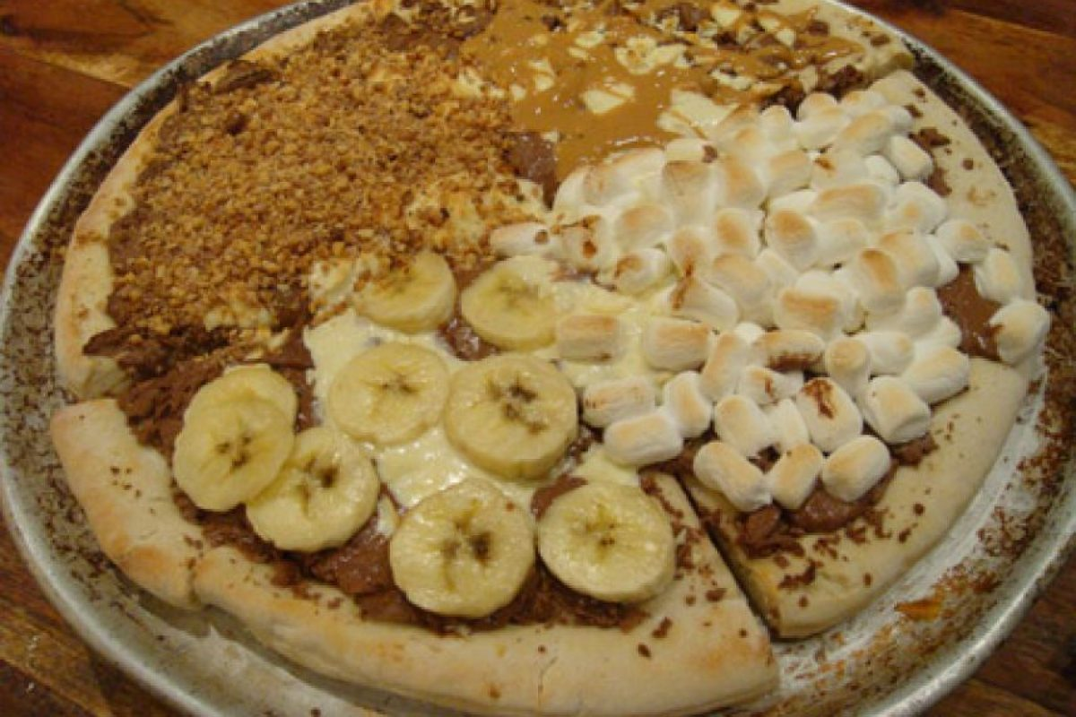 Pizza con banano, masmelos, mantequilla de mani y dulce. Foto:Oddee.com
