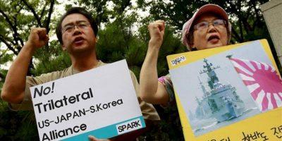"""Surcoreanos protestan en el Ministerio de Asuntos Exteriores en contra del """"Acuerdo General de Seguridad de Información Militar"""" (GSOMIA, por sus siglas en inglés) hoy, viernes 29 de junio. EFE"""