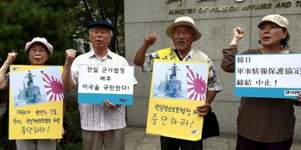 Seúl aplaza a última hora la firma de un polémico acuerdo militar con Tokio