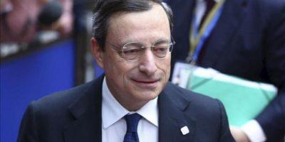 El presidente del Banco Central Europeo, Mario Draghi, a su llegada hoy a la segunda jornada de la cumbre de jefes de Estado y de Gobierno de la Unión Europea en Bruselas, Bélgica. EFE